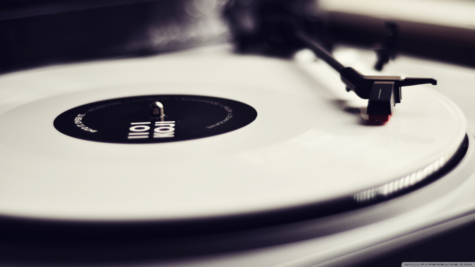 vinyl_record_player_black_and_white-wallpaper-1600x900